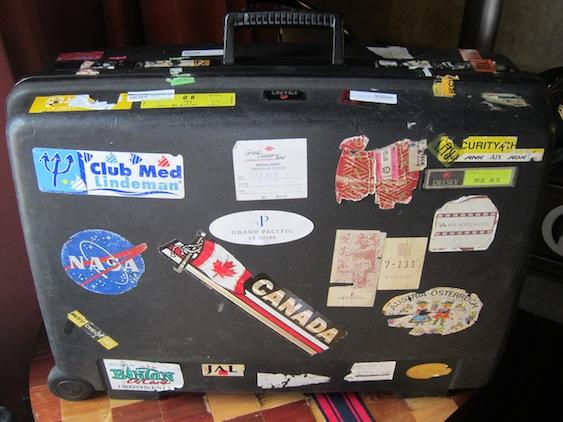 0d3caac729 今回の旅行前から「そろそろ寿命かな」とは思いつつ持って行ったのですが、旅行中に家人のスーツケースが破損して買わなければならなくなったので、ついでに私も新しい  ...